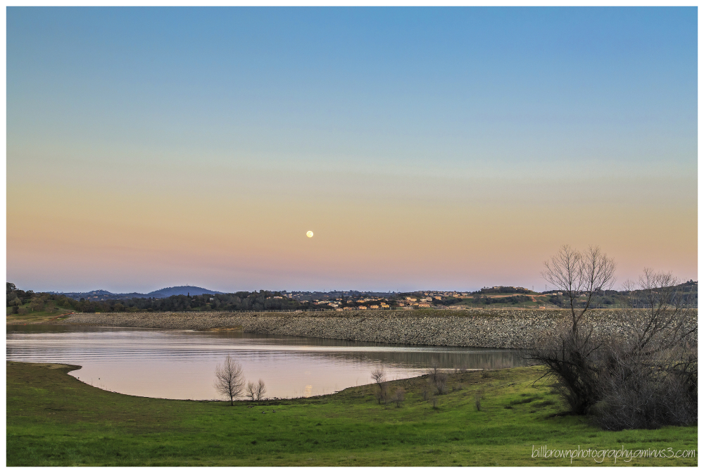 Moonrise Folsom Lake 2015
