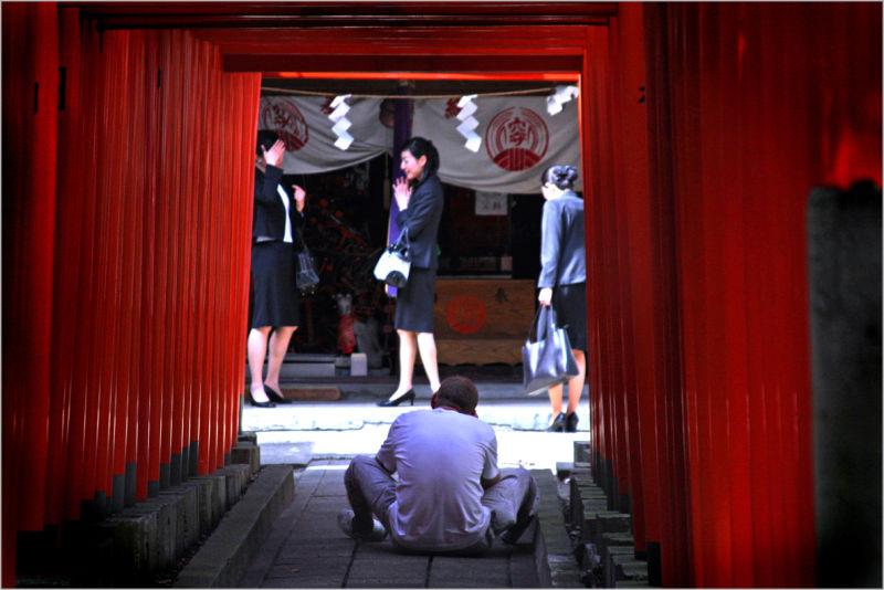 tokyo shrine shinto torii anamori inari
