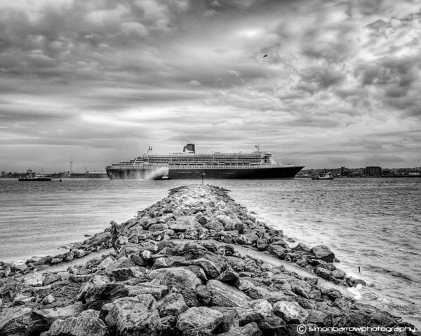 QM2 on her way into Liverpool