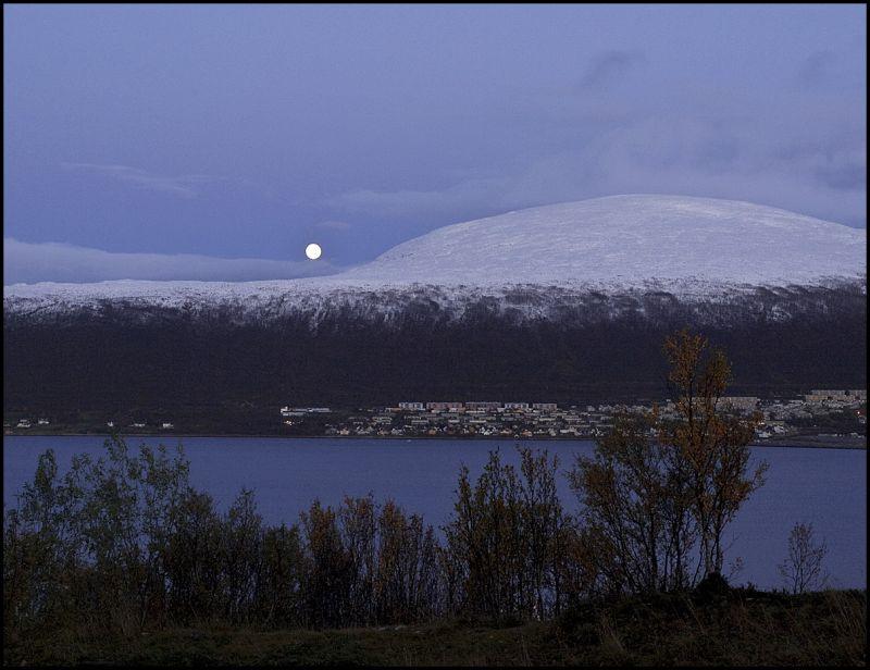 The moon rising fall 2009 in Tromsø