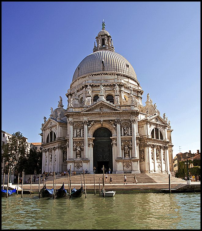A beautiful building in Venice