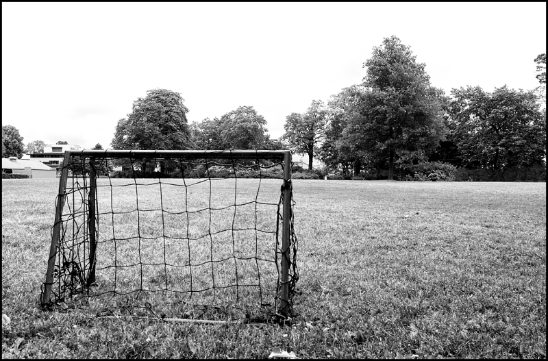 A small goal in Melløs parken in black and white