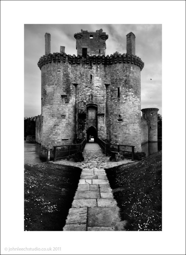 caerloverock castle dumfries scotland