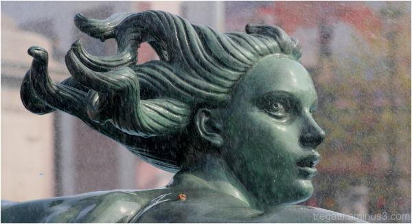statue fountain