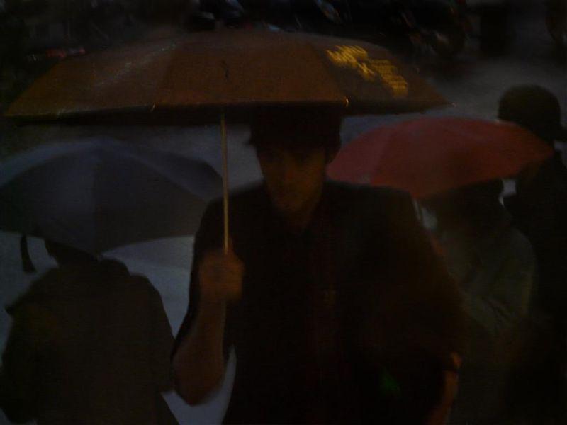 plui parapluies impressionnistes