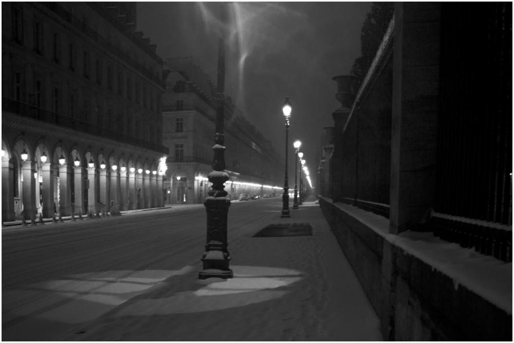 rue de rivoli deserte