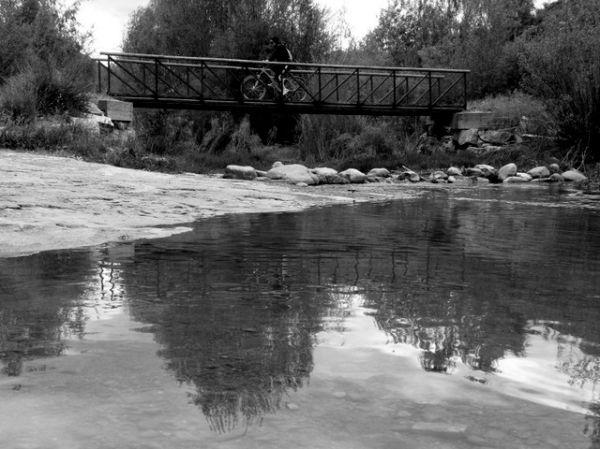 El puente sobre el rio.....