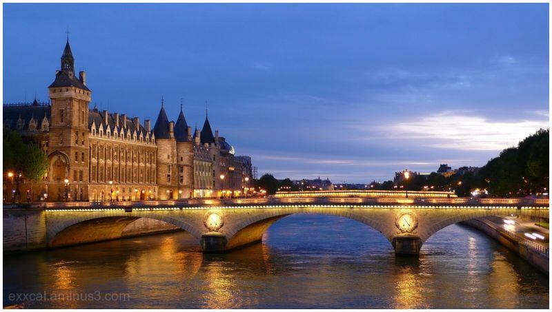 Paris, entre chien et loup.