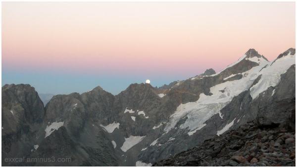 Levé de lune sur les Ecrins