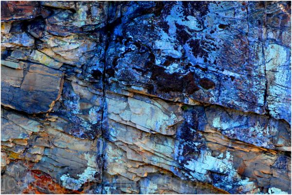 a photo of the rock wall at linville gorge
