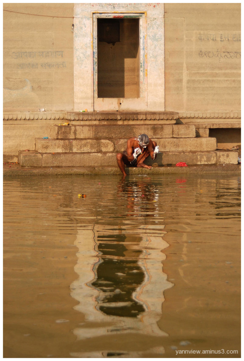 Holy bath at Ganges
