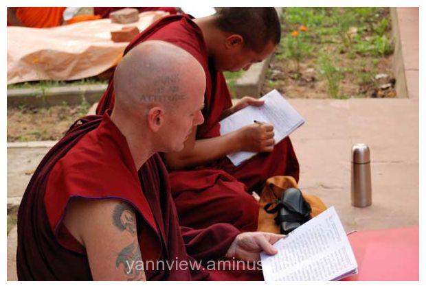 Punk tibetan buddist monk