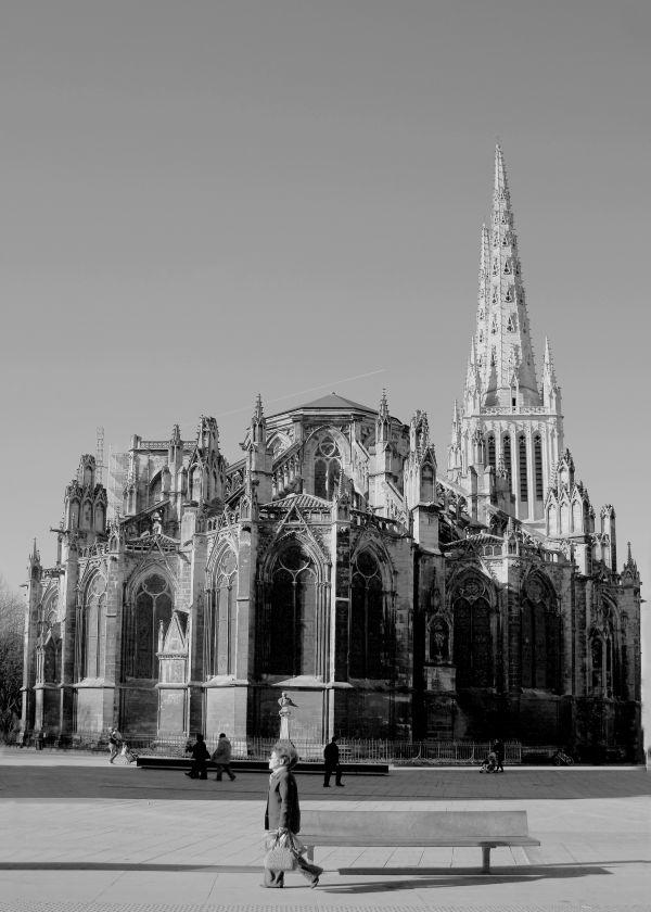 devant la cathédrale (Bordeaux)