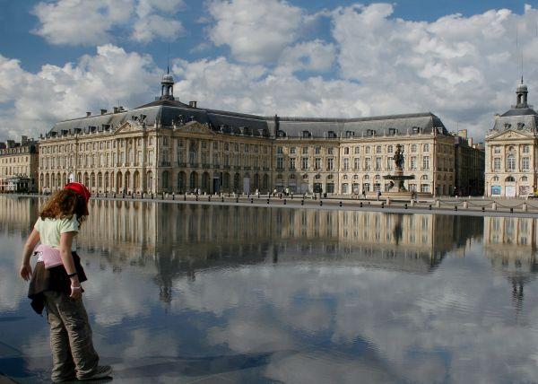 sur le miroir d'eau (Bordeaux)