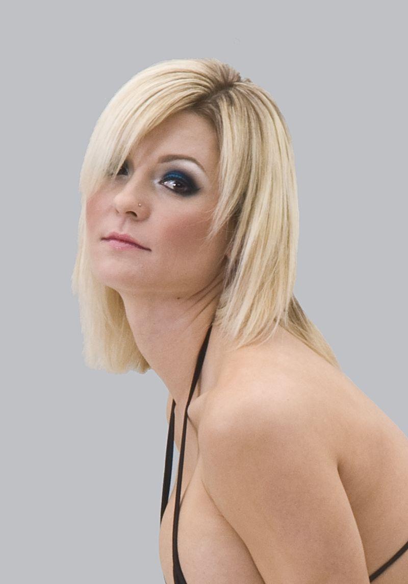 blonde blue sara