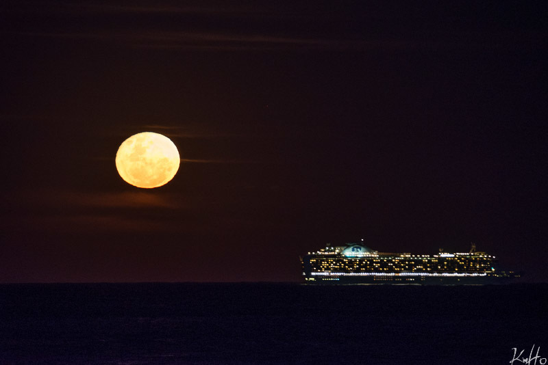 Supermoon at Bronte Beach