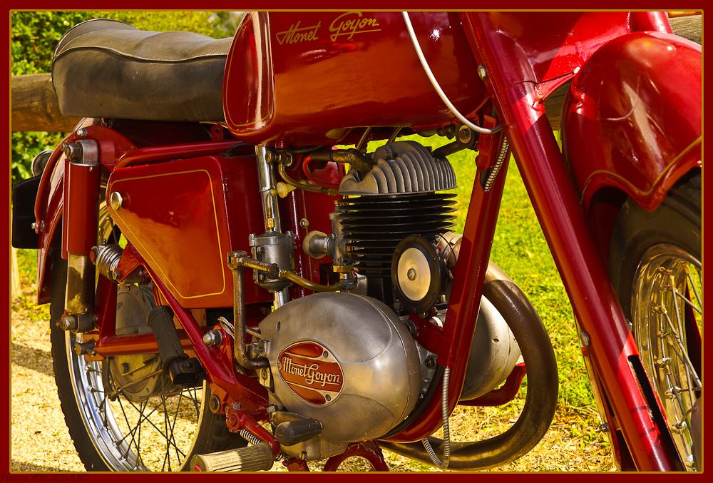 Moto Monet Goyon