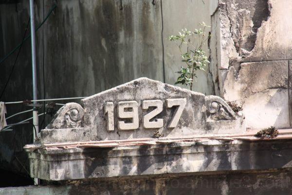 Capitel de la fachada de un edificio del siglo XX