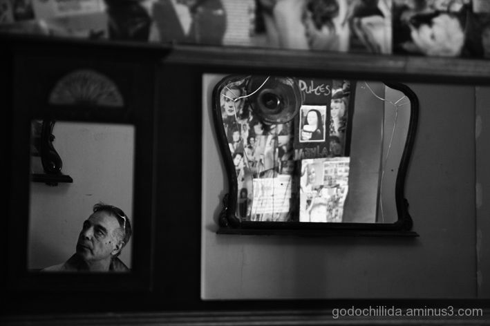 Mirror Bar Friend