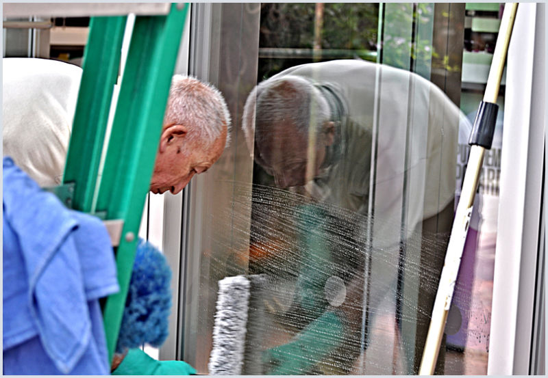 the window washer:  help on the inside ... ;-)