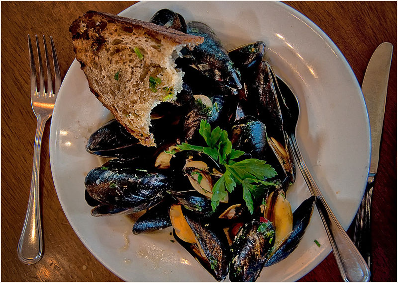 mussels & walnut bread