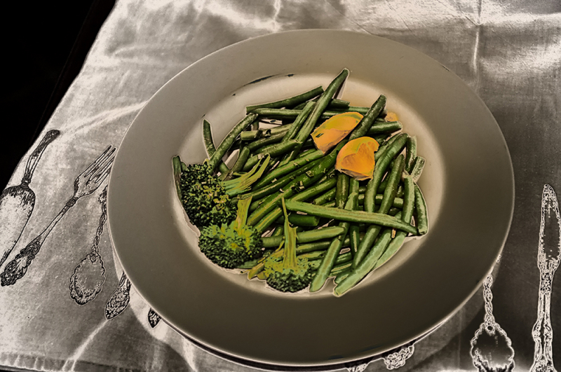 broccoli & greenbeans with a garnish of lemon