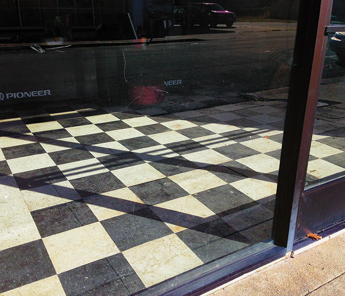 Series Martinez : Empty Storefront