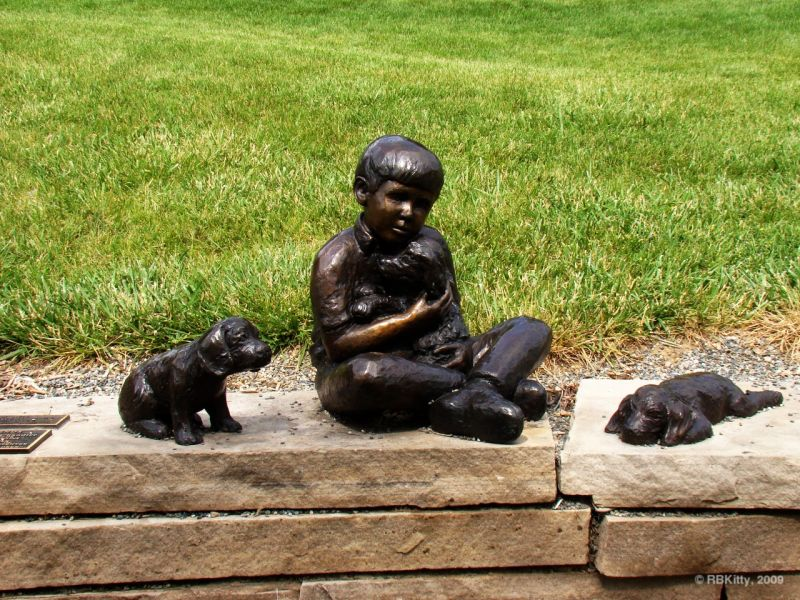 """Best Friends"" by Linda Chandier statue Benson..."