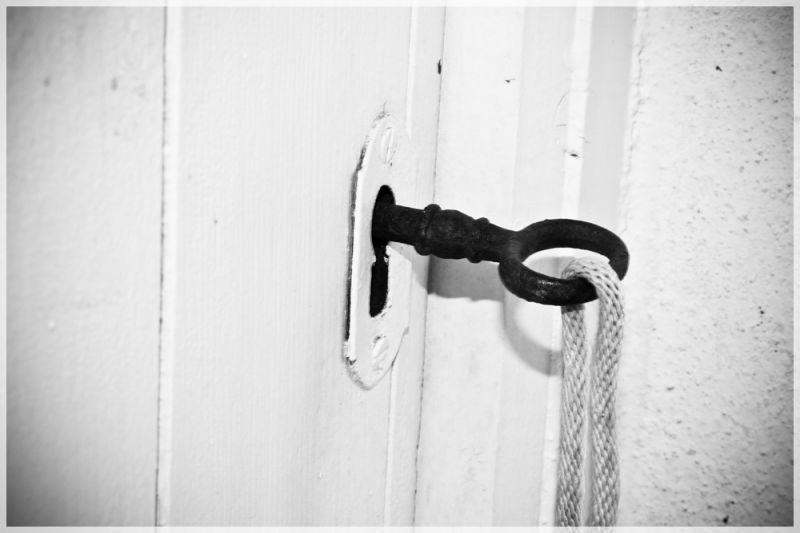 Obre sa porta... / Open the door...