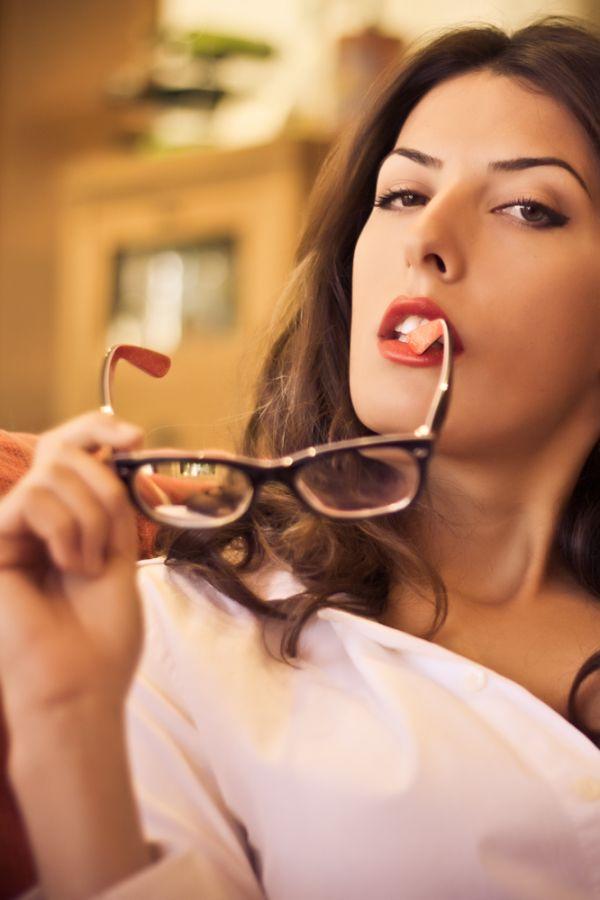 La noia de les ulleres I / The girl with glasses I
