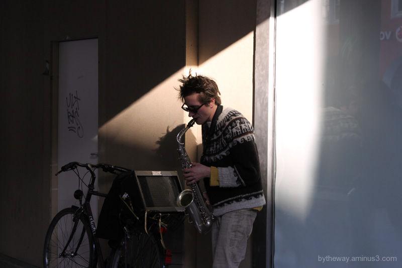 photogenic musician