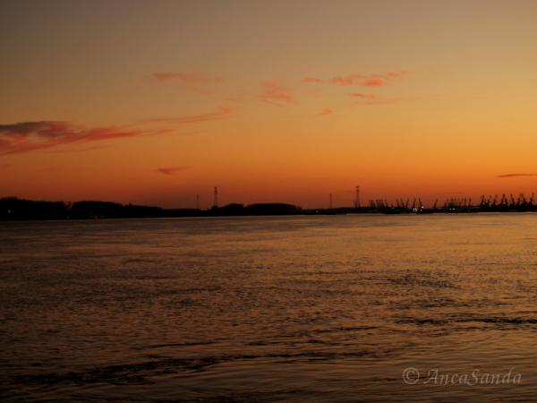 Pe Dunăre, la apus de soare!