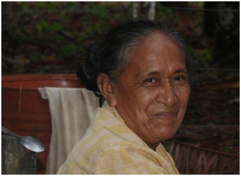 Mujer de un poblado del rio Negro. Amazonas.