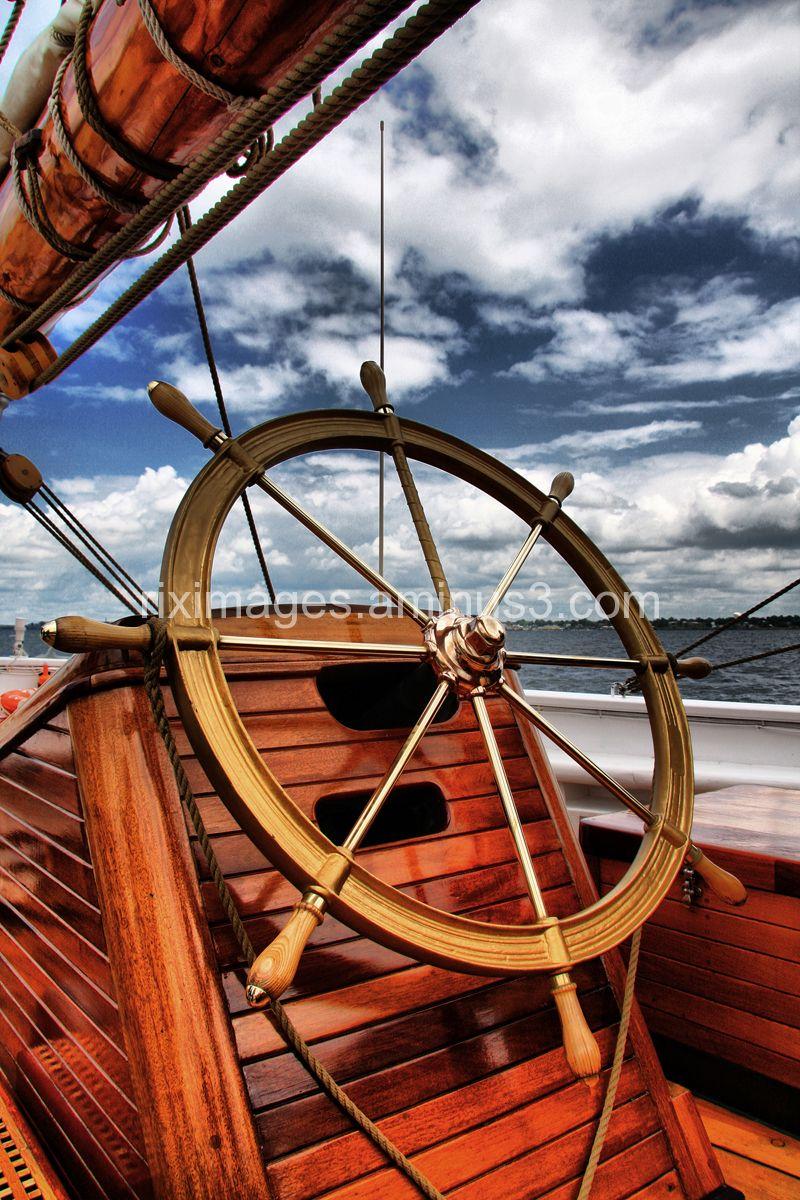 Shooner navigation helm
