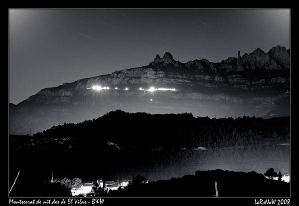 Montserrat de nit des de El Vilar - B&W
