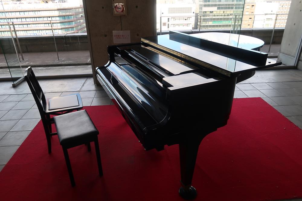 station piano #1