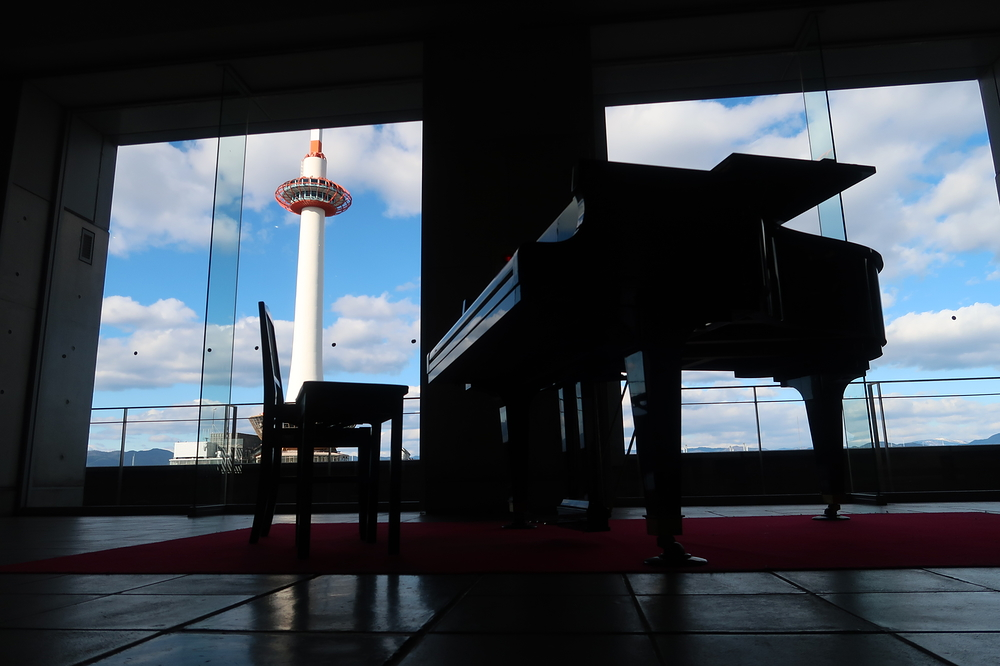 station piano #2