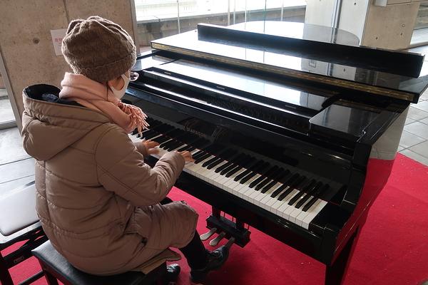 station piano #3