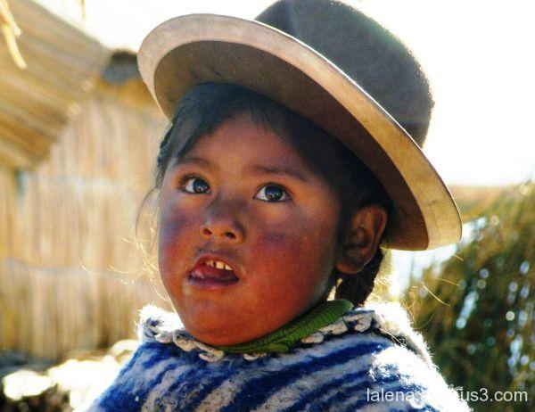 people of Uro's  islands in Perú