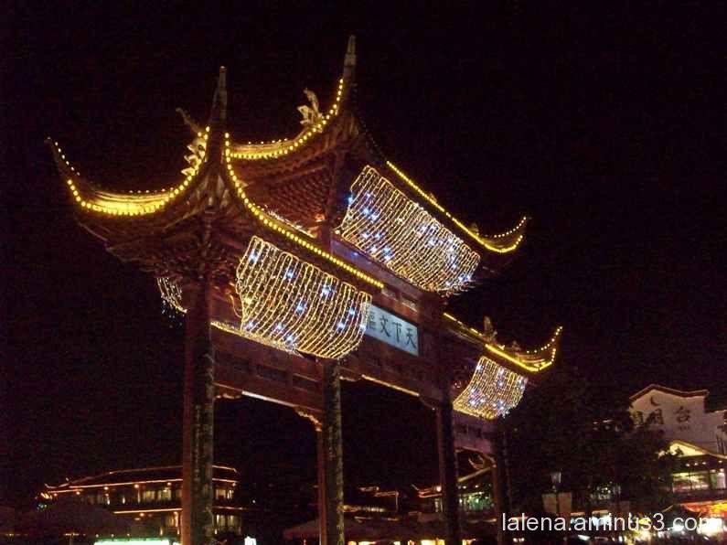 Porta xinesa plena de llums