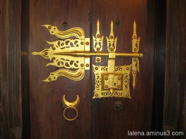 Detall a la porta