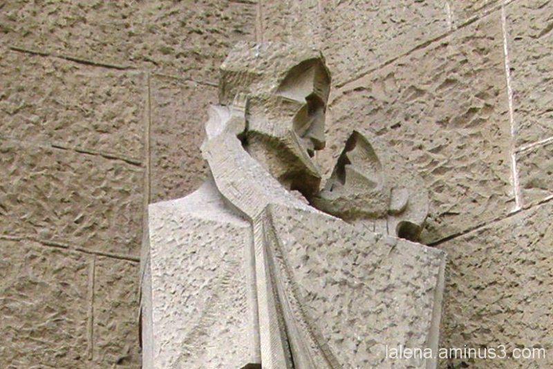 El petó de Judes; exterior Sagrada Família
