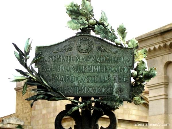 Petits detalls al cementiri 1