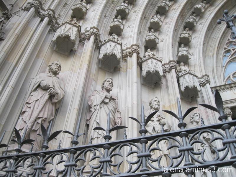 Detall de l'entrada a la catedral