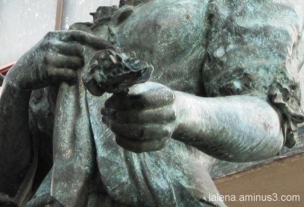 detall escultòric II al Paral.lel