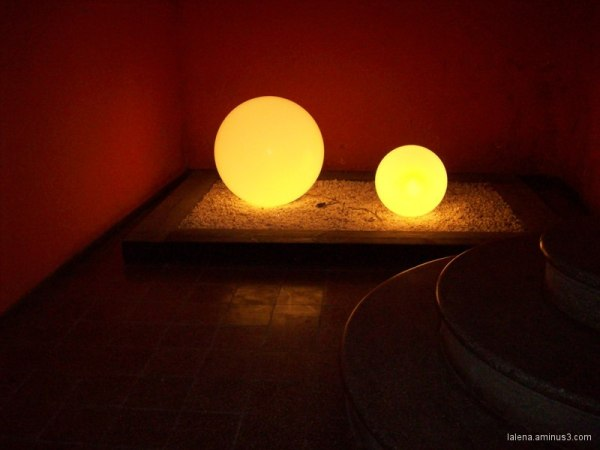 boles de llum per terra