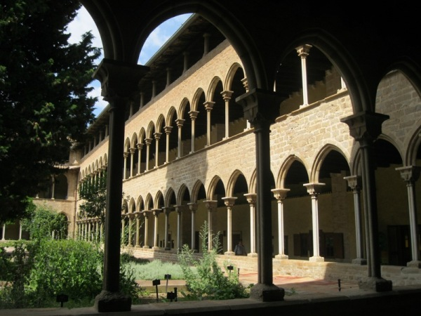Clautre del monestir de Pedralbes 3