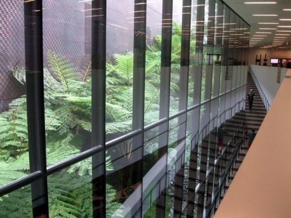 Escales, vidre,reflexos..disseny museu art