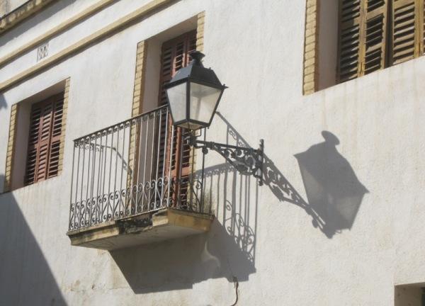 Fanal i ombra al balcó