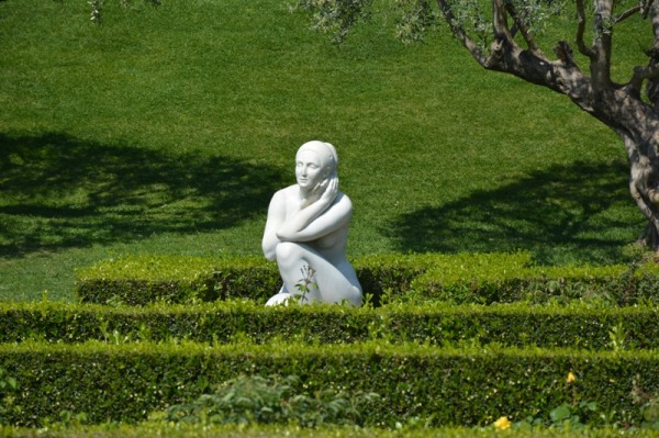 Onades de verd i figura femenina